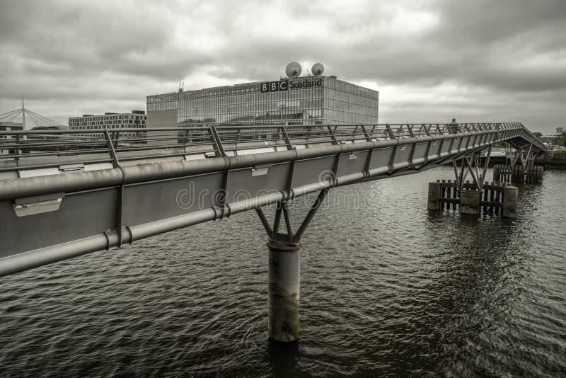 Γέφυρα χιλιετίας γεφυρών για πεζούς πέρα από τον ποταμό Clyde στη Γλασκώβη, Σκωτία στοκ φωτογραφία