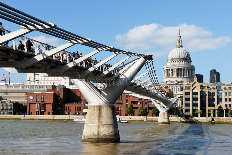 Γέφυρα χιλιετίας στο Λονδίνο στοκ φωτογραφία