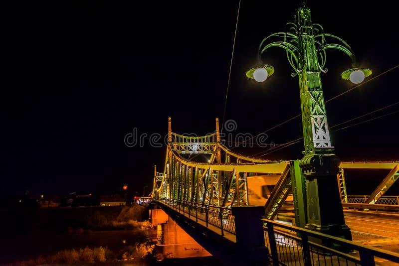Γέφυρα Arad, νυχτερινή φωτογραφία Traian της Ρουμανίας στοκ εικόνα