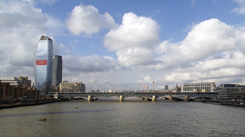 Γέφυρα Blackfrairs και σιδηροδρομικός σταθμός στοκ φωτογραφία με δικαίωμα ελεύθερης χρήσης