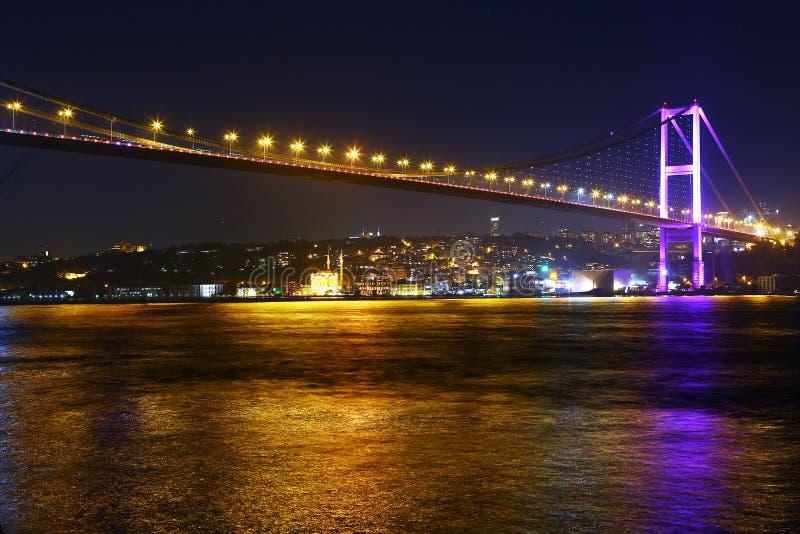 Γέφυρα Bosphorus τή νύχτα, Ιστανμπούλ στοκ εικόνα με δικαίωμα ελεύθερης χρήσης