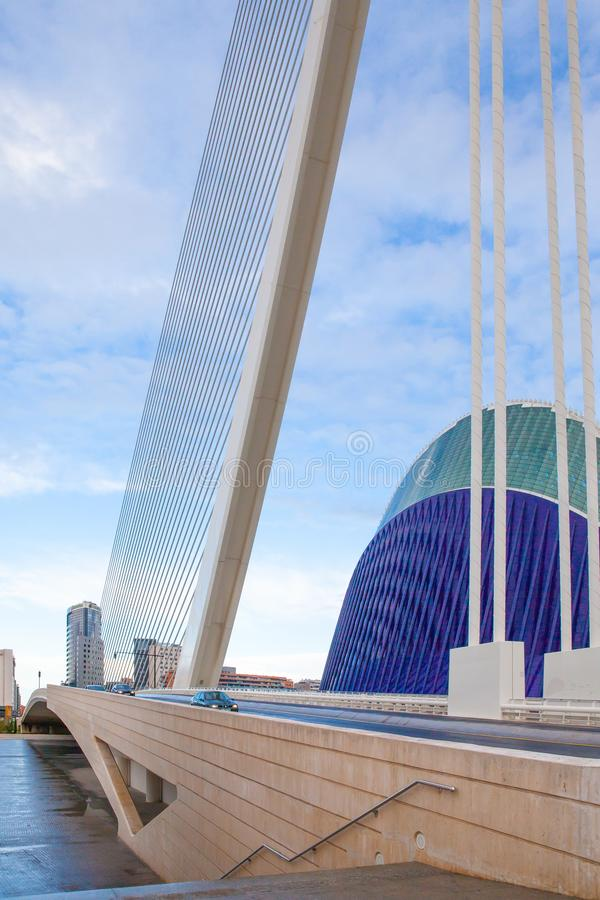Γέφυρα Calatrava και κτήριο Lagora στη Βαλέντσια Ισπανία στοκ φωτογραφίες