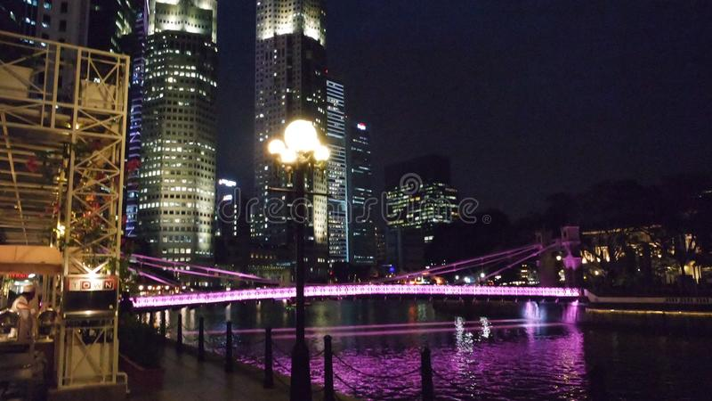 Γέφυρα Cavanagh τη νύχτα στοκ φωτογραφίες