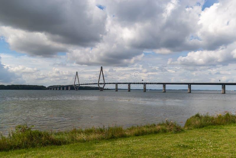 Γέφυρα Faro Καλώδιο-μένοντη γέφυρα που συνδέει τα νησιά Falster και της Ζηλανδίας στη Δανία στοκ φωτογραφία με δικαίωμα ελεύθερης χρήσης