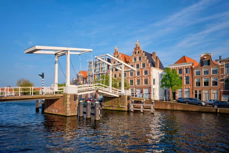 Γέφυρα Gravestenenbrug στο Χάρλεμ, Κάτω Χώρες στοκ εικόνες