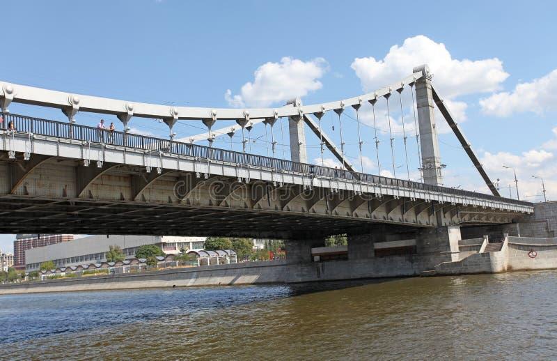 Γέφυρα Krimskiy μέσω του ποταμού της Μόσχας στοκ εικόνες