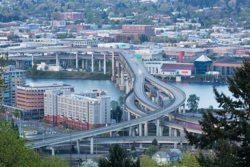 Γέφυρα Marquam πέρα από τον ποταμό Willamette στοκ φωτογραφία