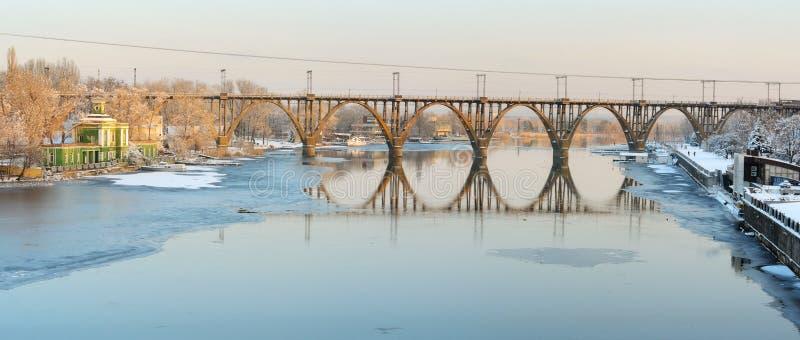 Γέφυρα merefa-Kherson Dnepropetrovsk στοκ φωτογραφίες