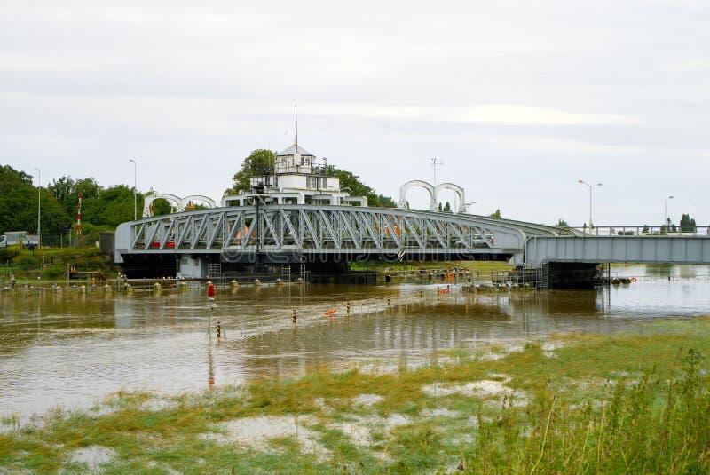 γέφυρα nene πέρα από τον ποταμό στοκ εικόνες