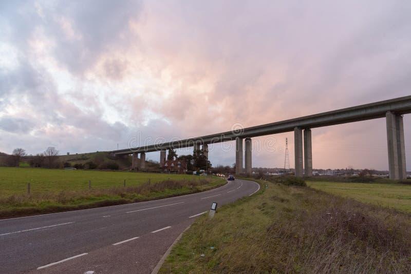 Γέφυρα Orwell κοντά στο Ίπσουιτς με τον όμορφο ουρανό στοκ φωτογραφία με δικαίωμα ελεύθερης χρήσης