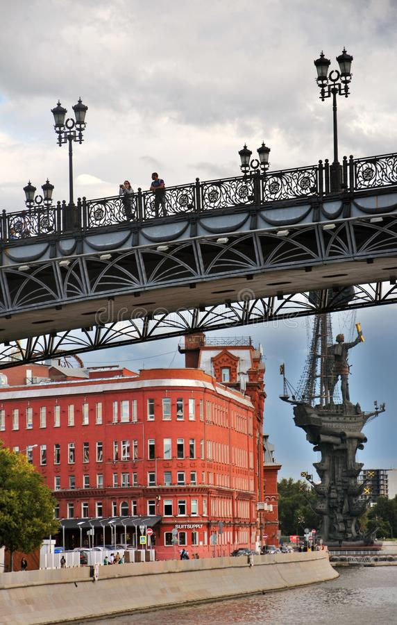 Γέφυρα Patriarshy στη Μόσχα Κόκκινος Οκτώβριος σύνθετος στοκ εικόνες