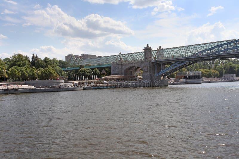 Γέφυρα Pushkin μέσω του ποταμού της Μόσχας στοκ εικόνα