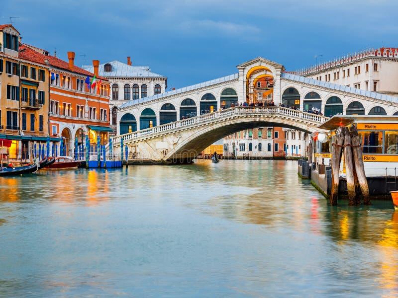 Γέφυρα Rialto στο σούρουπο στοκ εικόνες με δικαίωμα ελεύθερης χρήσης