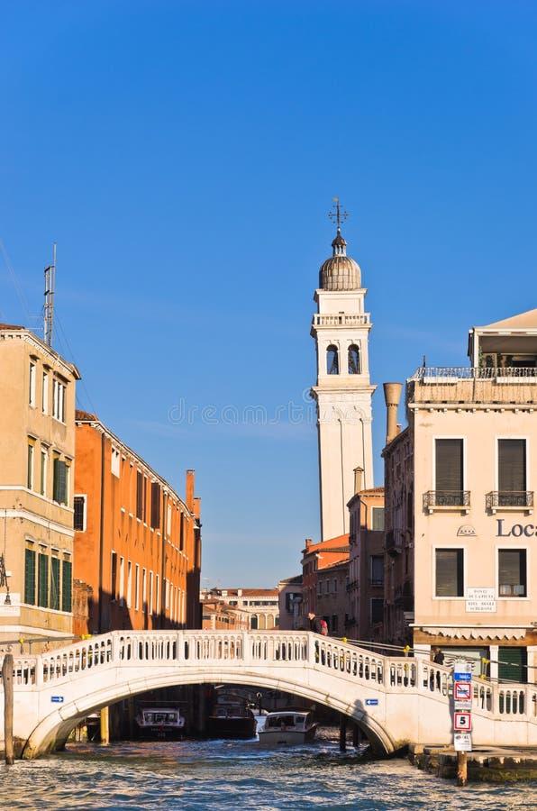 Γέφυρα SAN Zaccaria και πύργος κουδουνιών στη Βενετία στοκ φωτογραφίες