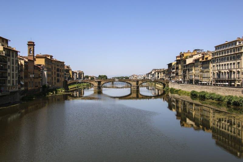 Γέφυρα Santa Trinita Ponte πέρα από τον ποταμό Arno, Φλωρεντία, Ιταλία στοκ φωτογραφία με δικαίωμα ελεύθερης χρήσης