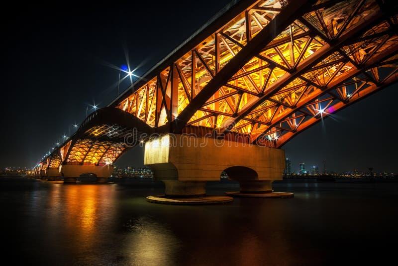 Γέφυρα Seongsan πέρα από τον ποταμό Han στοκ εικόνα με δικαίωμα ελεύθερης χρήσης