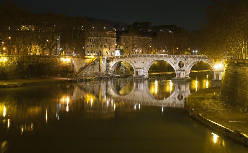 Γέφυρα Sisto Ponte στη Ρώμη, Ιταλία στοκ φωτογραφίες