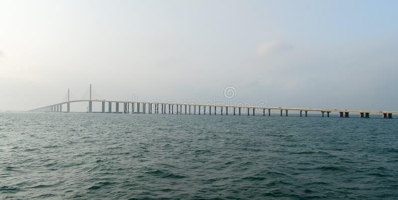 Download Γέφυρα Skyway ηλιοφάνειας - Tampa Bay, Φλώριδα Στοκ Εικόνα - εικόνα από αρχιτεκτονικής, truck: 62715117
