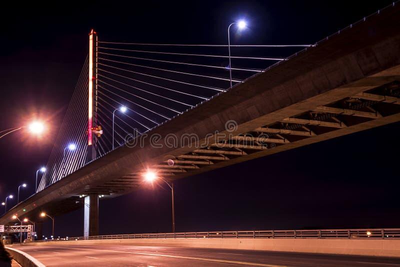 Γέφυρα Skyway πόλεων γυαλιού παλαιμάχων στοκ εικόνα με δικαίωμα ελεύθερης χρήσης