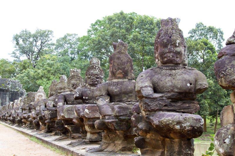 Γέφυρα Thom Angkor στοκ εικόνες