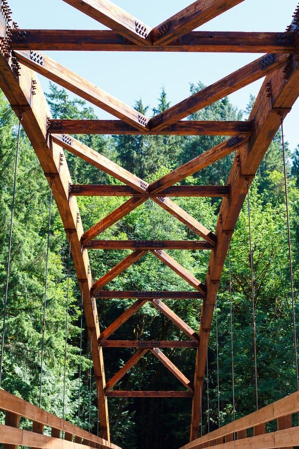 Γέφυρα Tioga πέρα από τον ποταμό βόρειου Umpqua στοκ φωτογραφία