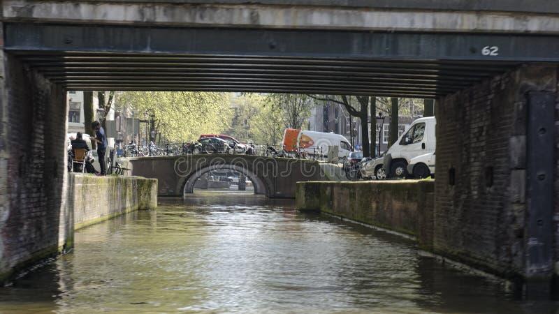 Γέφυρες πέρα από το κανάλι στο Άμστερνταμ στοκ εικόνα