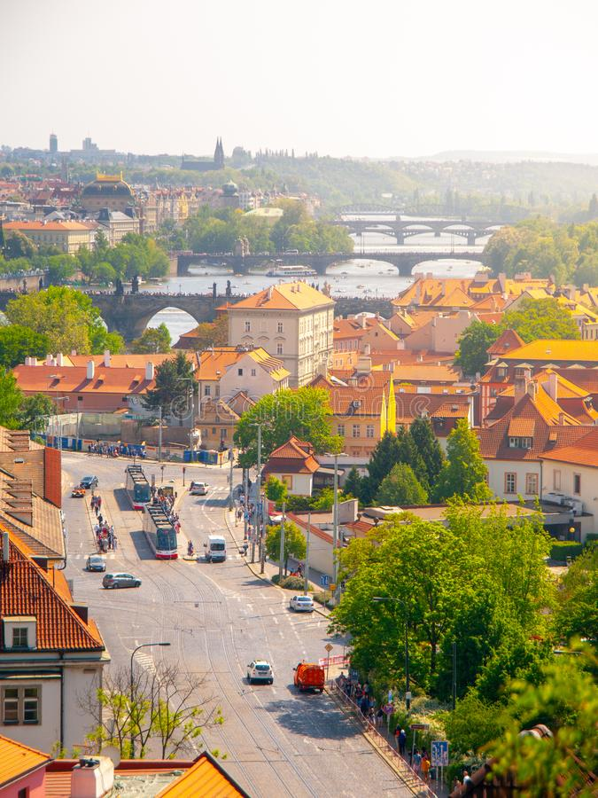 Γέφυρες ποταμών Klarov και Vltava Άποψη από τους κήπους Chotek, Πράγα, Δημοκρατία της Τσεχίας στοκ φωτογραφίες με δικαίωμα ελεύθερης χρήσης
