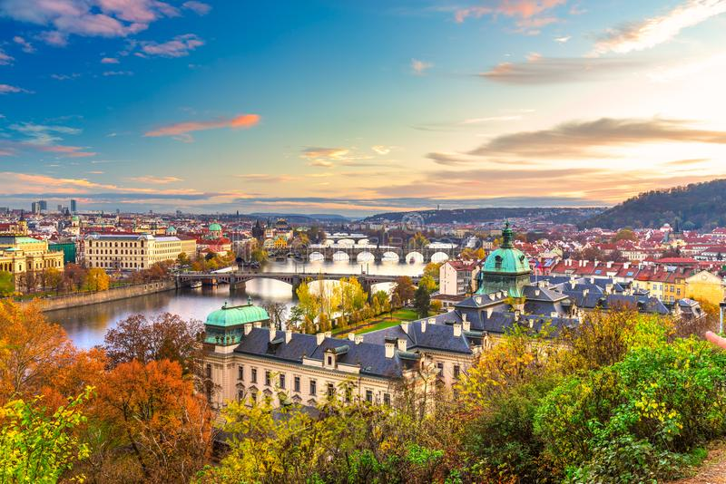 Γέφυρες της Πράγας πέρα από τον ποταμό Vitava, Δημοκρατία της Τσεχίας στοκ εικόνα