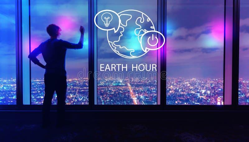 Γήινη ώρα με το άτομο από τα μεγάλα παράθυρα τη νύχτα στοκ εικόνες
