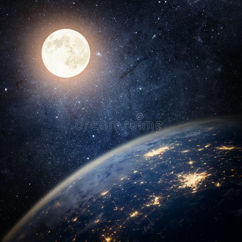 γήινο φεγγάρι ανασκόπησης ζωηρόχρωμος κόσμος αστεριών νεφελώματος διαστημικός ελεύθερη απεικόνιση δικαιώματος