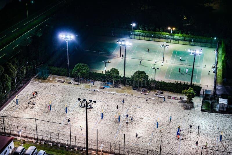Γήπεδα αντισφαίρισης νύχτας στοκ εικόνες