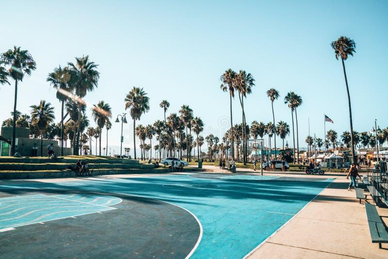 Γήπεδο μπάσκετ στην παραλία της Βενετίας στο Λος Άντζελες στοκ εικόνα με δικαίωμα ελεύθερης χρήσης
