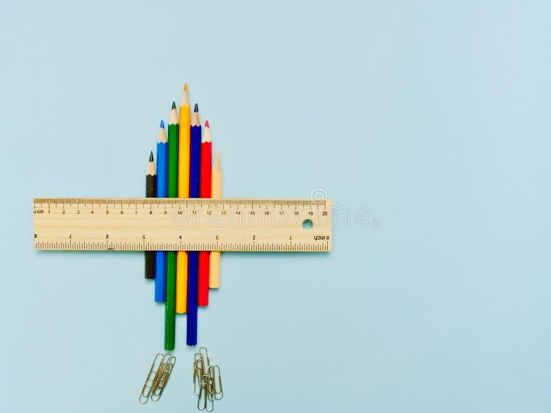 Γίνονται αεροπλάνο whith μολύβια και κυβερνήτης χρώματος στοκ εικόνα