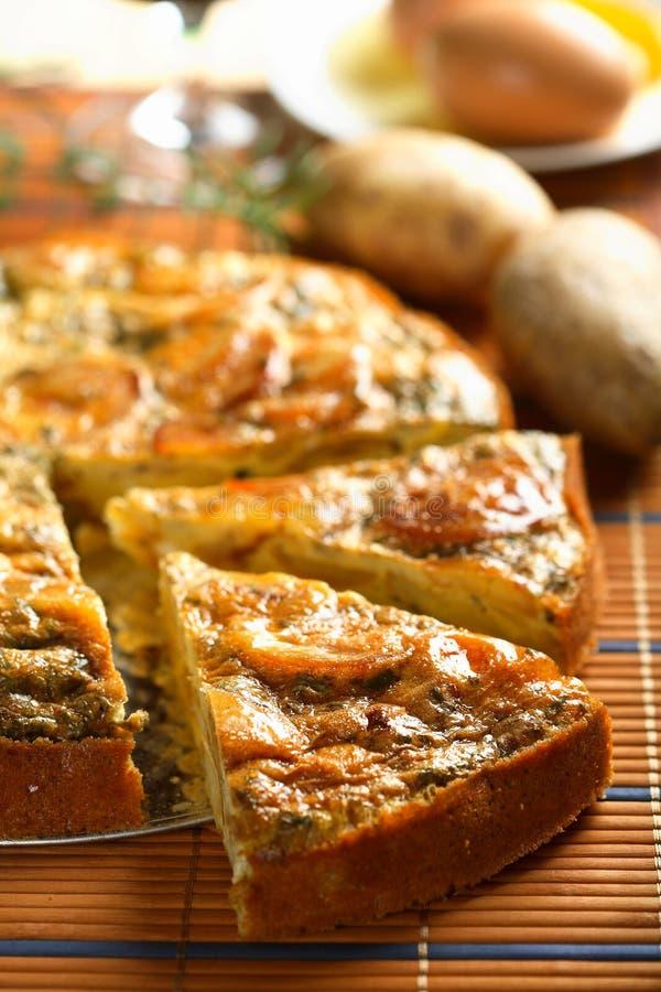 γίνοντες casserole πατάτες στοκ εικόνες