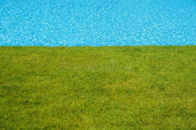Download γαλαζοπράσινη λίμνη χορτ&omicr Στοκ Εικόνα - εικόνα από χαλαρώστε, διακοπές: 2225883
