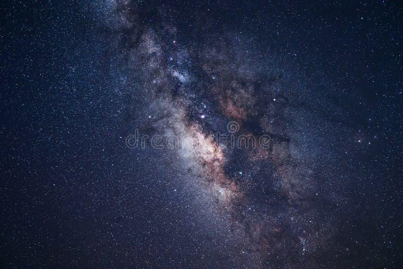 Γαλακτώδεις αστέρια και νυχτερινός ουρανός γαλαξιών τρόπων στοκ φωτογραφίες