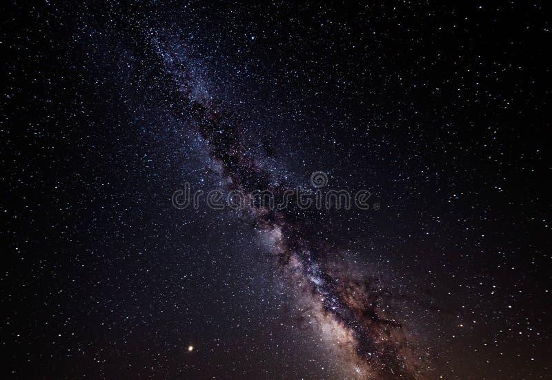Γαλακτώδης γαλαξίας τρόπων αστέρια νυχτερινού ουρα&nu στοκ φωτογραφία