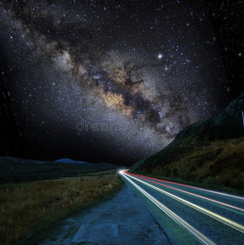Γαλακτώδης τρόπος και ο δρόμος στοκ εικόνα με δικαίωμα ελεύθερης χρήσης