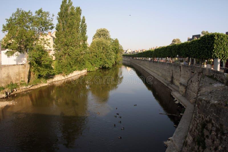 Γαλλία, Vendome, ποταμός και δέντρα στοκ εικόνα