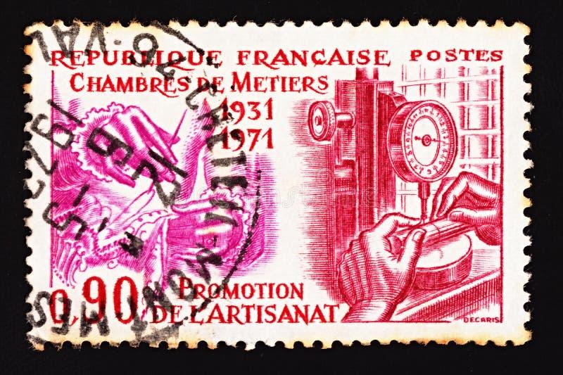 Γαλλικό ακυρωμένο γραμματόσημο που αφιερώνεται στην επέτειο των σαράντα ετών του γαλλικού Επιμελητηρίου των εμπορίων στοκ φωτογραφίες