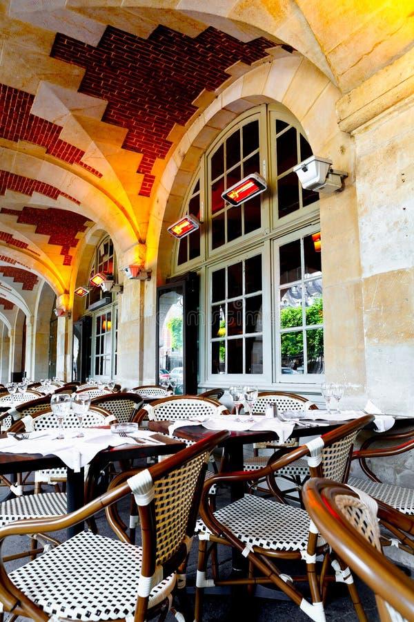 γαλλικό εστιατόριο στοκ φωτογραφία με δικαίωμα ελεύθερης χρήσης