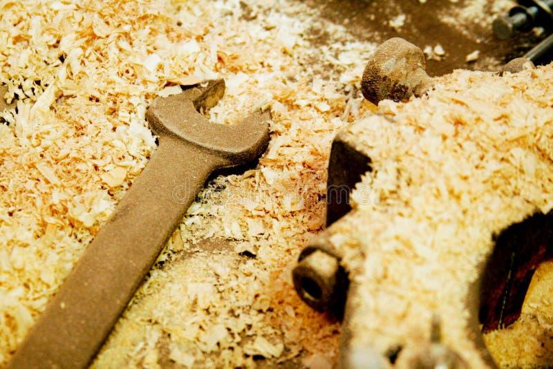 γαλλικό κλειδί πριονιδ&iota στοκ φωτογραφία με δικαίωμα ελεύθερης χρήσης