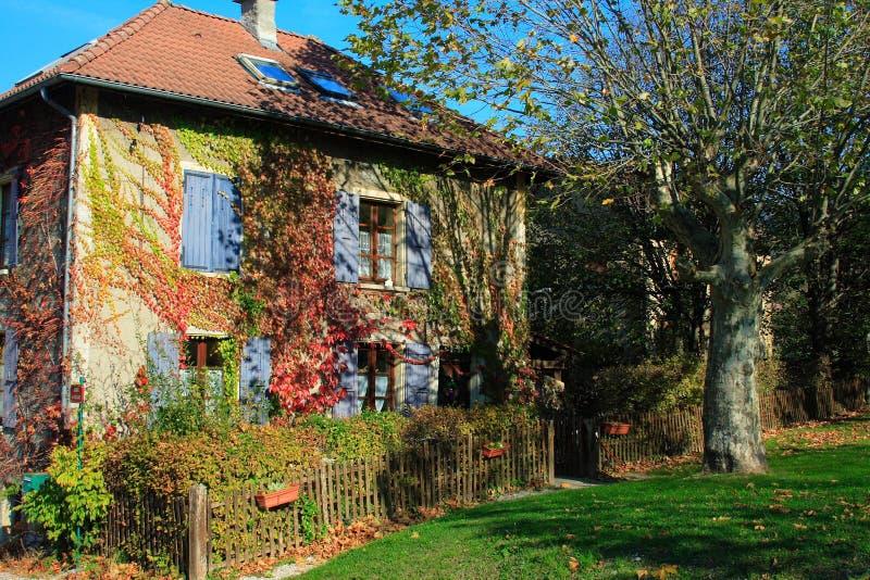γαλλικό σπίτι χαρακτηριστικό στοκ φωτογραφίες