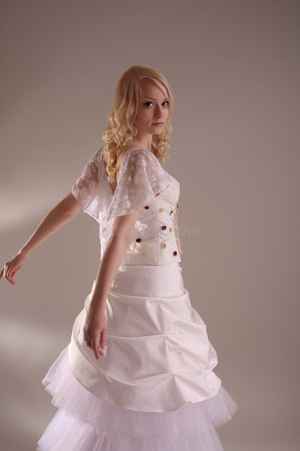 γαμήλια γυναίκα φορεμάτω& στοκ φωτογραφία με δικαίωμα ελεύθερης χρήσης
