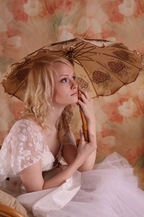 γαμήλια γυναίκα φορεμάτω& στοκ εικόνες