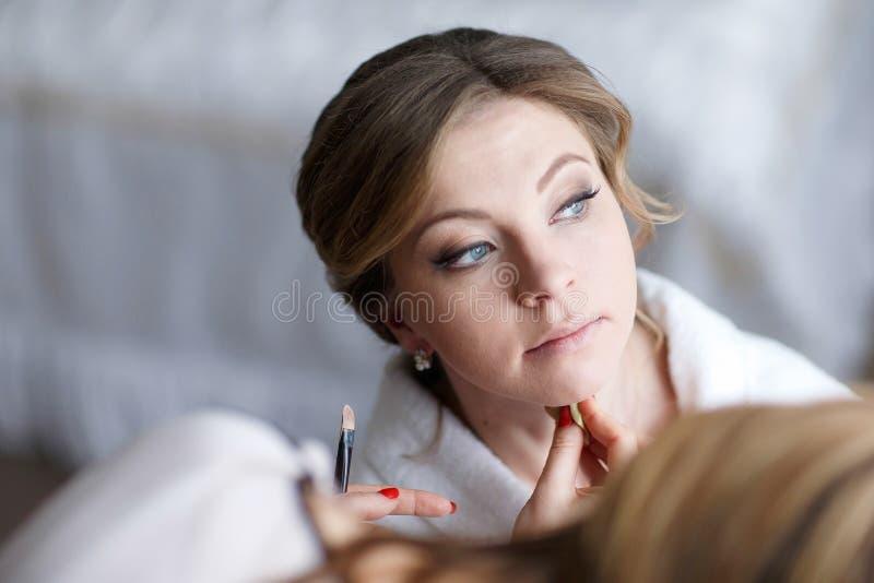 Γαμήλια makeup κινηματογράφηση σε πρώτο πλάνο στοκ φωτογραφίες