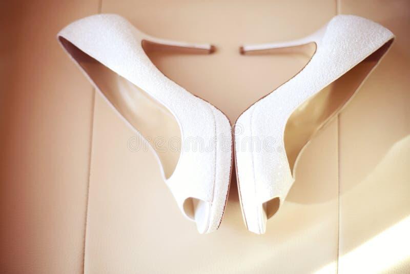 γαμήλιο λευκό παπουτσιών στοκ εικόνα