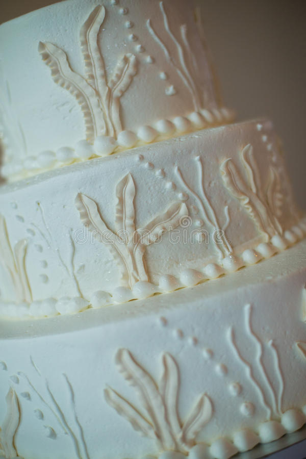 Γαμήλιο κέικ στον πίνακα στοκ φωτογραφία με δικαίωμα ελεύθερης χρήσης