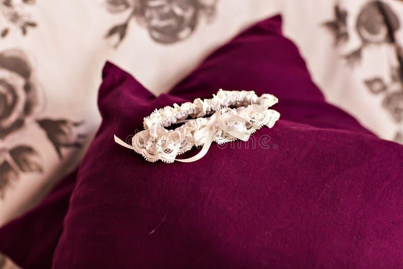 Γαμήλιο νυφικό garter στοκ φωτογραφίες