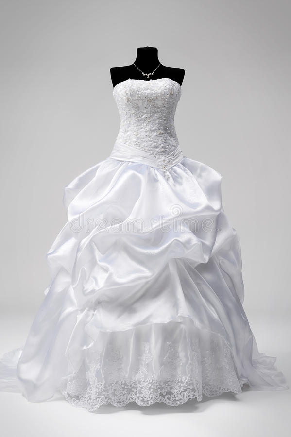 Γαμήλιο φόρεμα σε ένα μανεκέν στοκ εικόνες